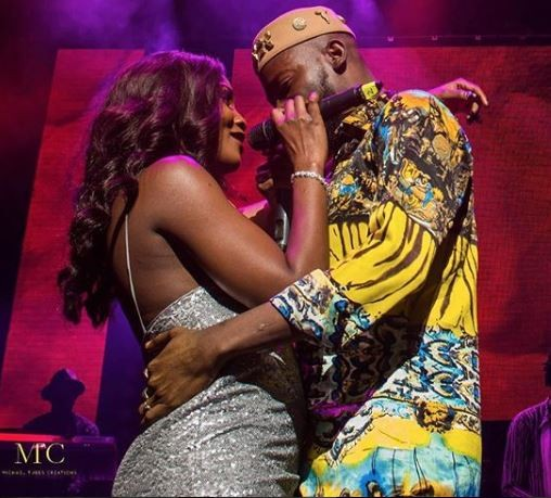 Adekunle Gold And Simi Cuddle On Stage At His Sold Out Concert In London Video Lailasnews 1