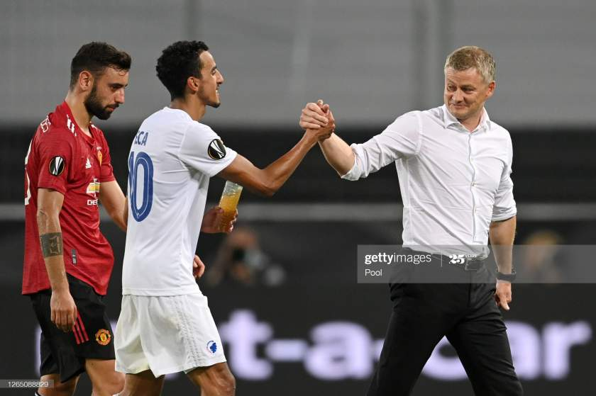 Ole Gunnar Solskjaer Manager Of Manchester United Shakes Hands With Picture Id1265088829?s=28