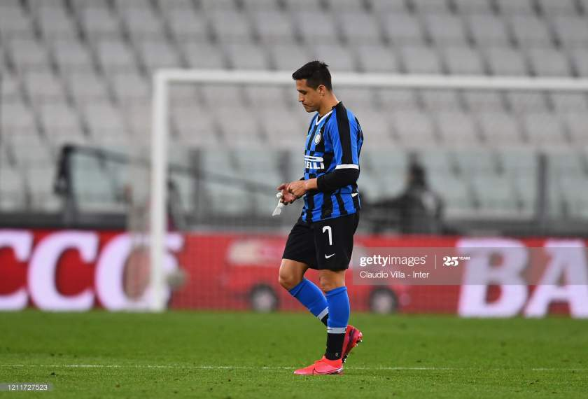 Alexis Sanchez Of Fc Internazionale Dejected During The Serie A Match Picture Id1211727523?s=28