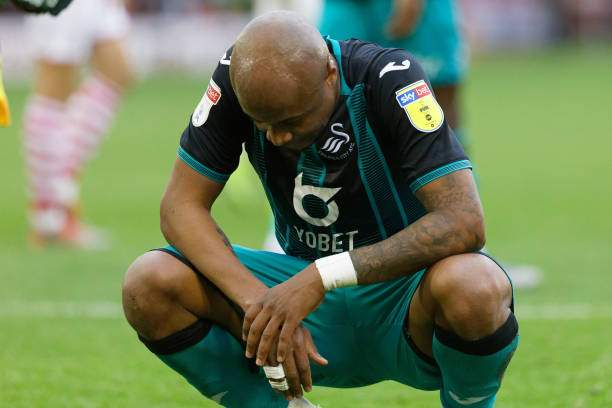 Andre Ayew Of Swansea City Sits Dijected After The Final Whistle The Picture Id1176879266?k=6&m=1176879266&s=&w=0&h=P5Ky7jz0Wn_q2dAcibLycWZzGNweDoM5r0nMzPS4GAk=