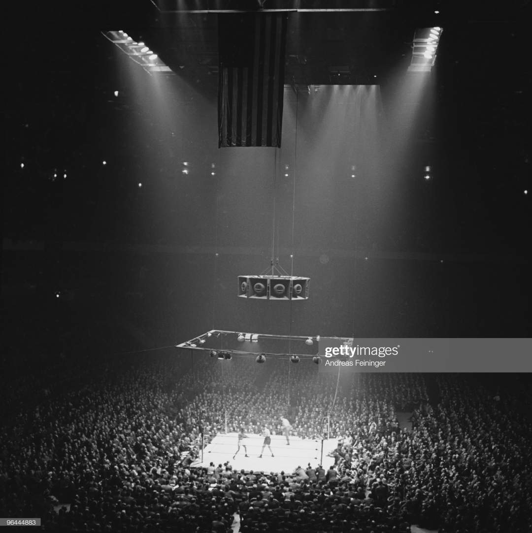 Highangle Overview Of A Boxing Match Between American Heavyweights Picture Id96444883?s=28