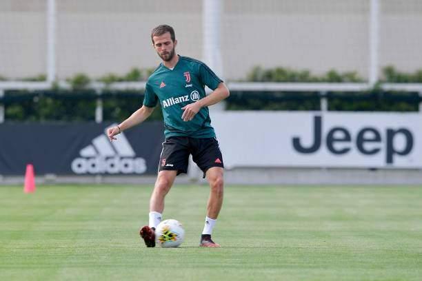 Big Juventus midfielder set to join Chelsea as part of Jorginho swap deal