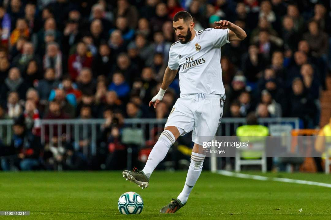 Karim Benzema Of Real Madrid Cf Controls The Ball During The Liga Picture Id1190712214?s=28