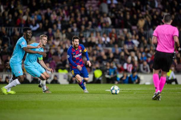 Lionel Messi Of Fc Barcelona Controls The Ball During The Uefa F Picture Id1180289312?k=6&m=1180289312&s=&w=0&h=FvdpPyio3 OZHUEG47wzcsX_Th4A4maO4NppJtbtchc=