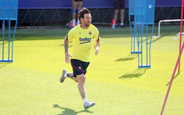Lionel Messi Of Fc Barcelona Sprints During A Training Session At Picture Id1226461100?k=6&m=1226461100&s=&w=0&h=iS00RIiqrA1y5J3gqkrL28WjptF_1JjWyeAFxa8J7iY=
