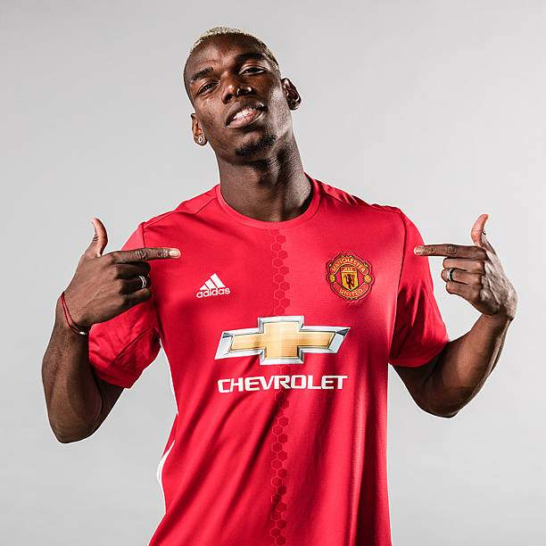 Paul Pogba Of Manchester United Poses After Signing For The Club At Picture Id588153018?k=6&m=588153018&s=&w=0&h=SYuVSKQjOgyzX9KqdSiMKiQ8el6LFzPMukpuJTf6APU=