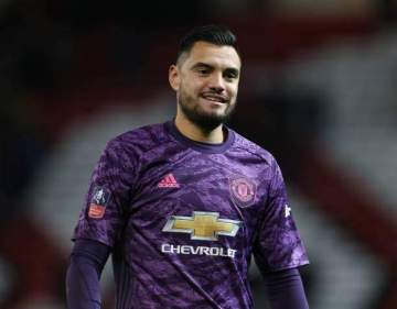 Man United goalkeeper escapes death after 2-0 defeat (photos)