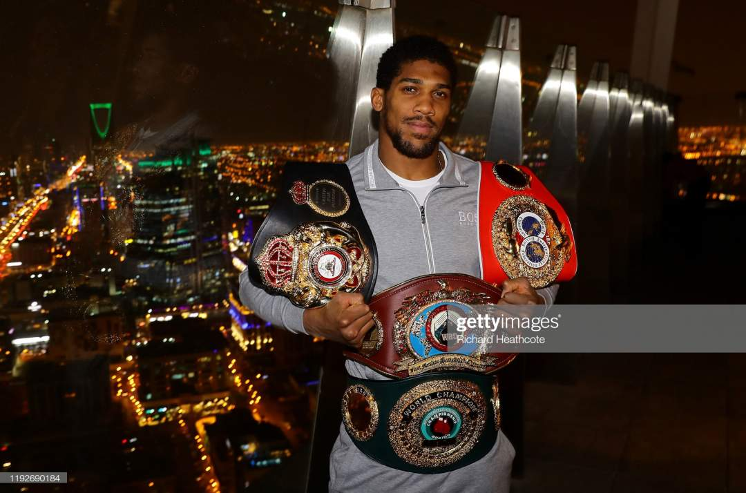 Two Time Heavyweight Champion Of The World Anthony Joshua Poses For Picture Id1192690184?s=28
