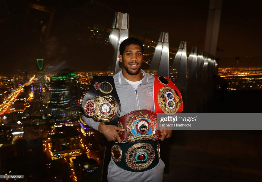 Two Time Heavyweight Champion Of The World Anthony Joshua Poses For Picture Id1192732978?s=28