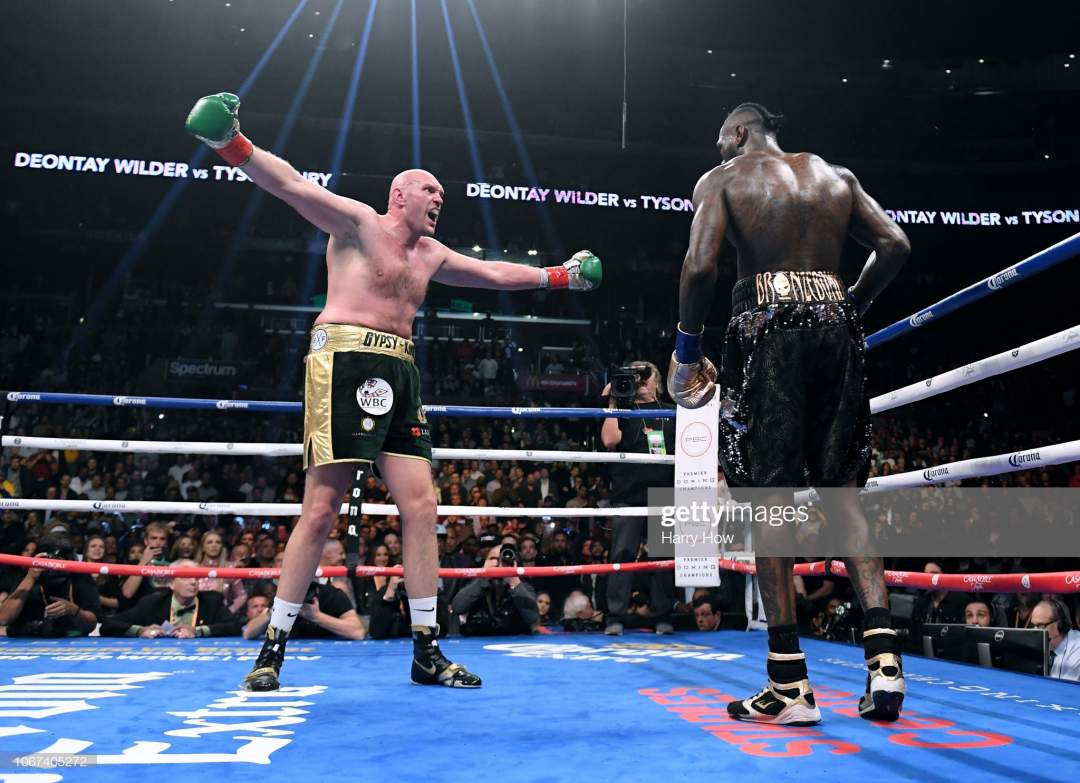 Tyson Fury performs strangest stunts in boxing history during fight against Wilder (Video)