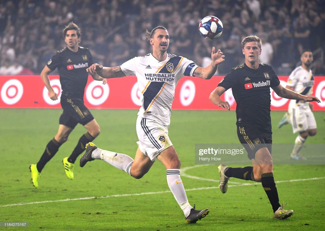 Zlatan Ibrahimovic Of Los Angeles Galaxy Runs After A Pass In Front Picture Id1184275167?s=28