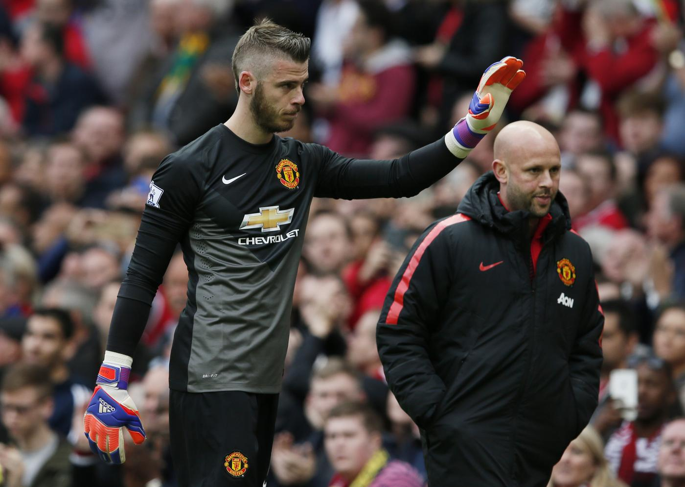 Football Manchester Uniteds David De Gea Waves To Fans As He Walks Down The Tunnel After Being Substituted After Sustaining An Injury