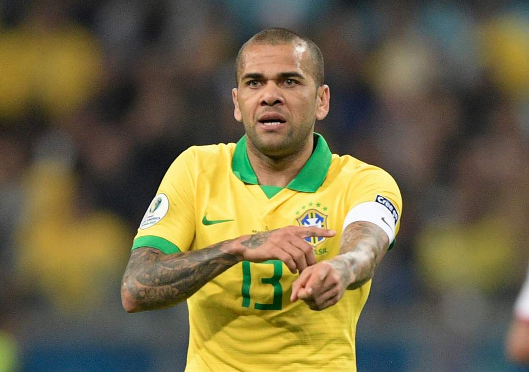 Dani Alves willing to join Arsenal on £200,000-a-week deal