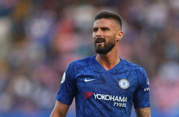 Chelsea agree to sell Olivier Giroud to Tottenham but only if they can sign a striker before transfer deadline