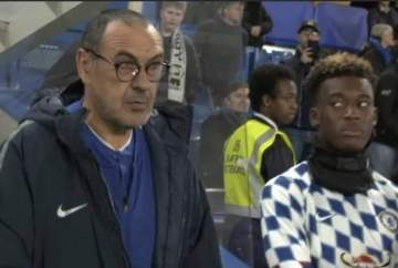 Chelsea star gives Sarri dagger eyes after being snubbed against Man United (photo)