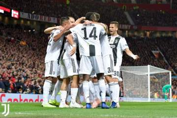 Paulo Dybala scores as Juventus defeat Man United at Old Trafford