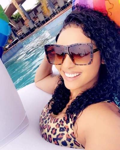 Actress Rosy Meurer Displays Under-boob and Amazing Figure in Sexy Bikini (Photos)
