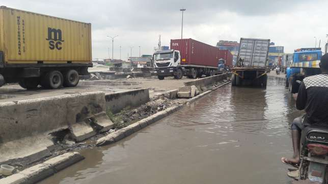 A special squad involving security agencies and stakeholders in the maritime will clear trucks and tankers on Apapa-Oshodi highway. (Pulse.ng)