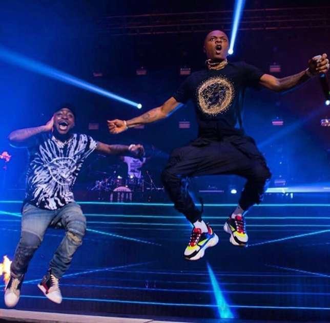 [b]Wizkid performed alongside Davido during the London leg of the latter's UK tour on Sunday night.[/b] (Instagram/bizzleo1)